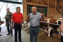 Pavel Novotný (vpravo), manažer roku v oblasti zemědělství.