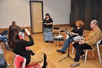 V Městské knihovně v Písku proběhla ve středu 25. září beseda se spisovatelkou Helenou Vrábkovou.