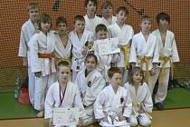 Na snímku jsou mladí judisté SKP Písek a AC Čimelice, kteří si velmi dobře vedli na Velikonočním turnaji v Nepomuku.