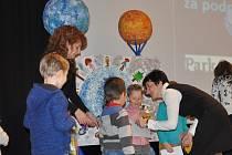 Vyhlašování výsledků výtvarné soutěže mateřských škol  Písecka v kinu Portyč.