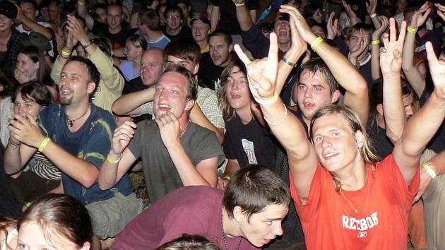 Oblíbenou akcí v Přeštěnicích je Open Air Musicfest Přeštěnice. Snímek je z roku 2008.