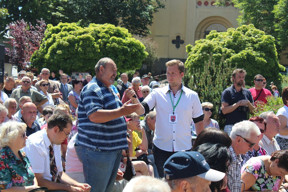 Návštěva prezidenta Miloše Zemana v Milevsku a jeho debata s občany.