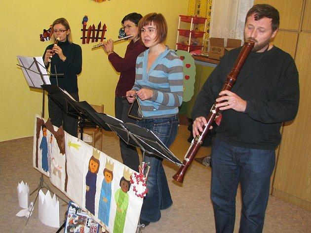 Vánoční program pro děti v mateřské škole na Hradišti.