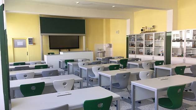 Období, kdy žáci nemohli být vzděláváni prezenčně, využilo vedení školy k realizaci projektu s názvem Vybavení ZŠ E. Beneše - jazyková učebna a přírodovědné předměty.
