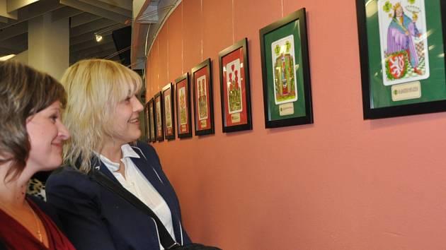 Výstava mariášových karet v galerii Portyč v Písku.