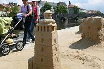 Černá věž - vítězná socha amatérského klání Cipískoviště 2010