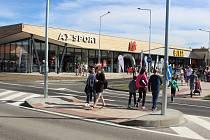 Přechod pro chodce k nové obchodní Galerii v Písku se stal předmětem kritiky některých občanů. Odborník na dopravu úrovňový přechod nedoporučil.