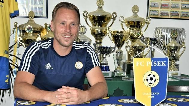 Trenér třetiligových fotbalistů Písku Milan Nousek ml.