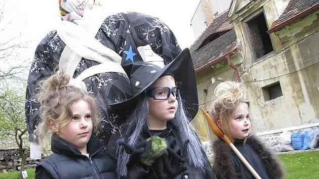 Poslední dubnový den je vyhrazen sletům divých žen. Nebudou chybět ani malé čarodějnice. Archivní snímek je z Protivína.
