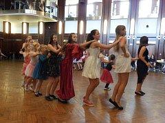 Ples růží zakončil oblíbenou letní taneční školu. Foto: František Bořánek