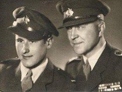 Ota Sekyrka jako frekventant Vojenské školy v Hranicích se svým otcem.