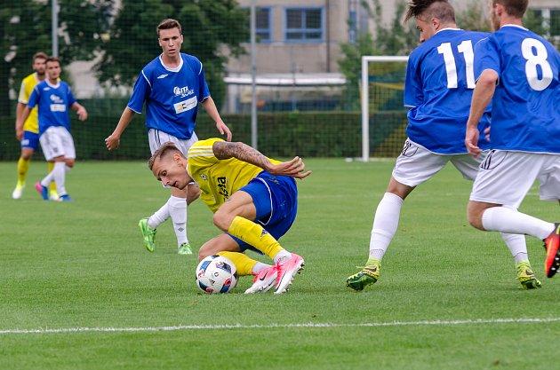 Záložník FC Písek Tomáš Froněk během podzimního domácího zápasu s Benešovem.