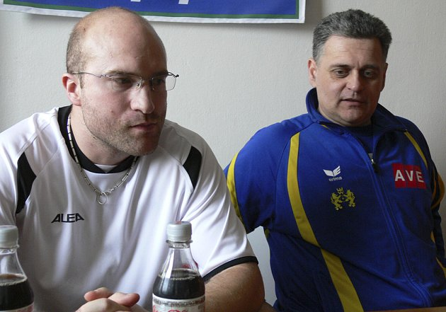 Na pozápasové tiskovce hodnotili utkání interligy žen v házené Písek - J. Hradec trenéři obou celků: písecký Jan Salač (vlevo) a René Kumpán.
