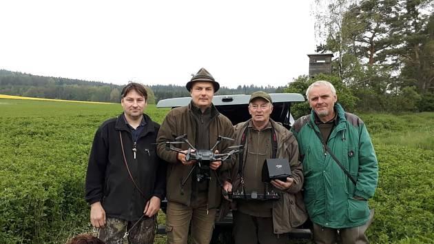Dron s termokamerou chrání srnčata před posečením.