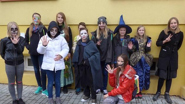 Halloweenský průvod v Mirovicích.
