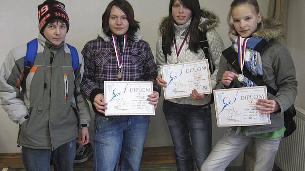 Na snímku je chyšecká minivýprava. Zleva stojí: Vít Strouhal, Anna Kohoutová, Veronika Vostřáková a Nina Bardová.