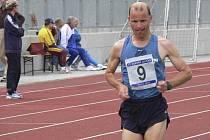 V pražském závodě na 10 000 metrů Tesco Grand Prix 2009 obsadil písecký vytrvalec Jiří Jansa (na snímku) v silné mezinárodní a české konkurenci celkové 37. místo, ve své věkové kategorii byl třetí.