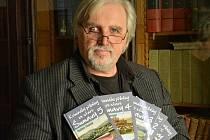 Spisovatel Vladimír Šindelář s pětidílným cyklem Kriminální příběhy ze staré Šumavy.