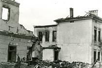 Historické fotografie Mirotic po bombardování 29. dubna 1945.