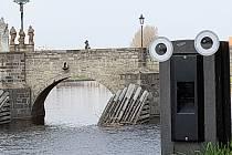 Oči na veřejných místech v Písku jako vzpomínka na Radka Pilaře.