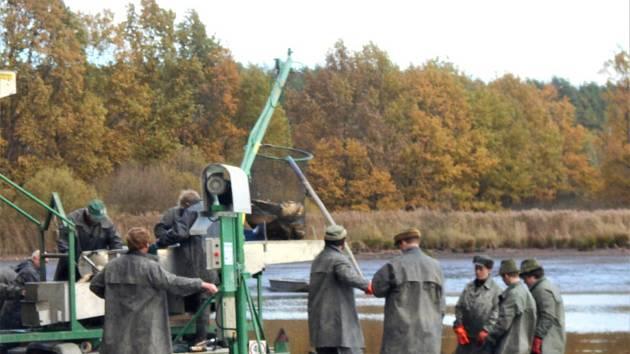 Rybáři lovili rybník Řežabinec.