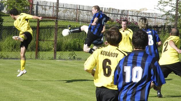 Náš snímek je ze sobotního utkání okresního fotbalového přeboru mužů, ve kterém Oslov zvítězil nad Kovářovem 3:2.