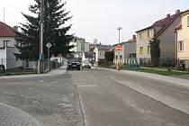 ZMĚNA.  Od křižovatky s ulicí J. Kytky (na snímku) budou řidiči moci jezdit v Jarlochově ulici v Milevsku obousměrně.