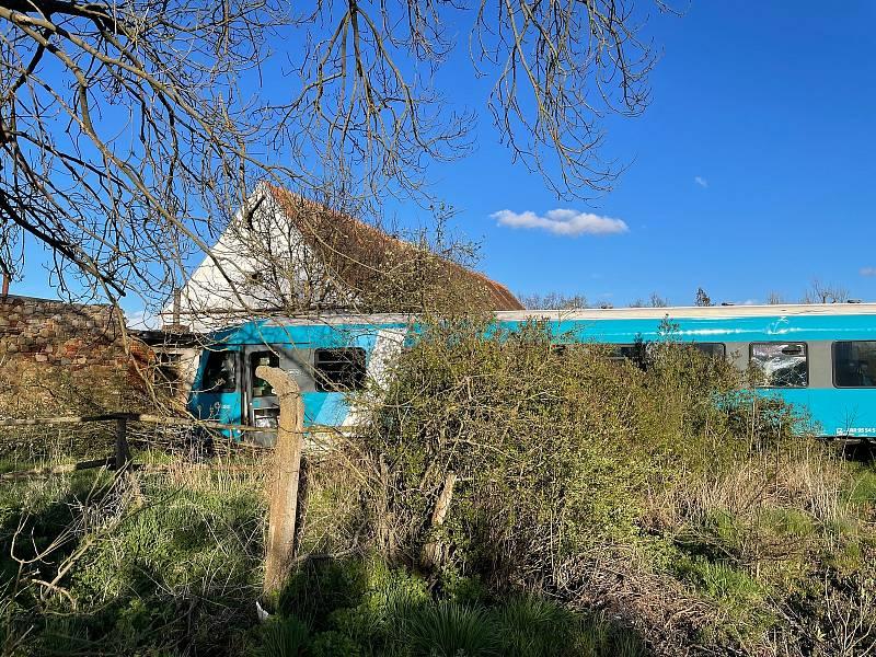 Vážná nehoda vlaku u průmyslové zóny v Písku.