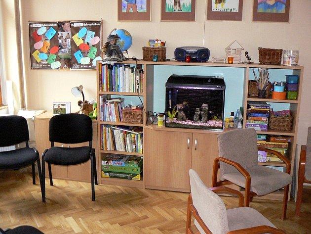 Partnerskými i rodinnými problémy se zabývá i rodinná poradna OS Arkáda. V domě na Husově náměstí v Písku funguje také v místnosti (na snímku) program Pět P, kam mohou docházet i děti, jejichž rodiče se rozvádějí.
