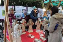 Charitativní prodej andílků.