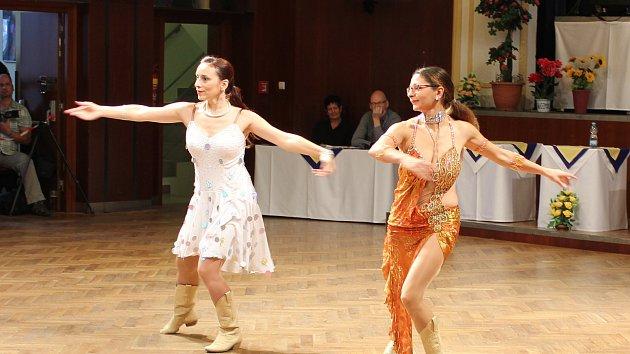 Přes tři sta tanečníků soutěžilo v Line dance