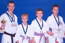 Na snímku jsou úspěšní závodníci Budó školy KK Písek. Zleva stojí: Marek Pohanka, Dominik Bartuška, David Vilím a Tomáš Buzek.