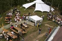 Na ostrově u Dolejšího mlýna budou pro diváky festivalu Mirotické setkání loutek a hudby připraveny dvě scény - na hlavním podiu a v šapitó.