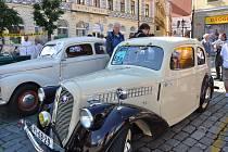 Historická vozidla.