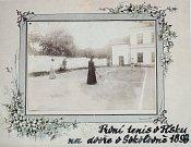 Písek se může pyšnit tím, že byl jedním z prvních měst českých zemí, ve kterém se začal hrát tenis. O založení  úspěšné tradice se v roce 1897 zasloužil Dr. A. Reiner a jeho přátelé.