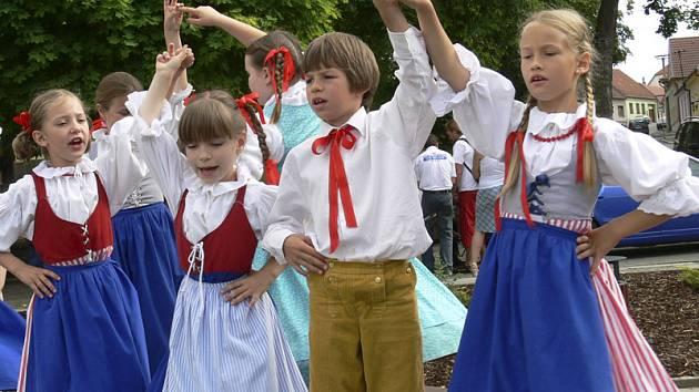 Na  folklorním festivalu v Kovářově se představí také domácí dětský soubor Kovářovánek.