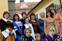 Městské slavnosti Protivínské - 2008. Na snímku je občanské sdružení Protivínská sedmikráska v dobových kostýmech.