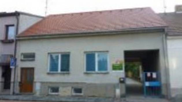 Bývalý školnický byt v Dobrovského ulici v Písku.