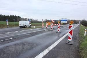 Oprava mostu na I/4 u Nerestců.