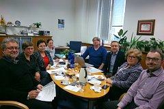 Účastníci společného jednání o novém přeshraničním projektu Jihočeského folklorního sdružení.
