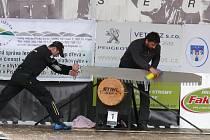 V Písku se v neděli uskutečnil první kvalifikační závod série STIHL Timbersports Series. V úvodní disciplíně získal první místo písecký rodák Bohouš Novák, který dosáhl při řezání špalku nejlepší čas 11:70.Skvělý výkon předvedl při exhibičním vystoupen