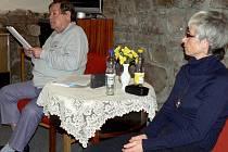 BESEDA. Na téma Potřebuje Evropa renesanci diskutoval s návštěvníky Městské knihovny v Písku básník, textař a novinář Jan Schneider. Besedu moderovala knihovnice Soňa Sádlová.