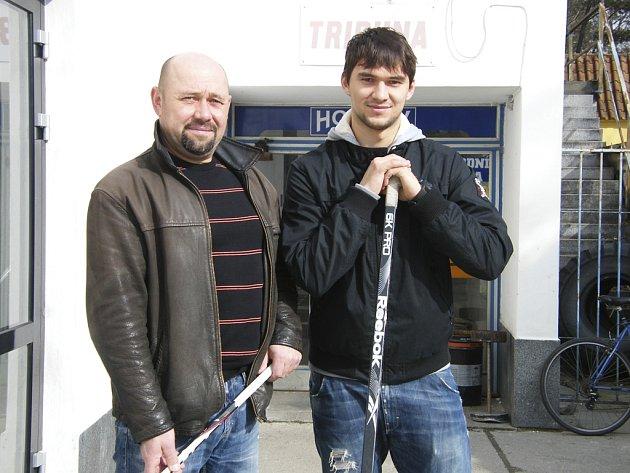 """""""V žácích trenér družstva řekl, že by potřebovali brankáře, tak jsem Jakubovi řekl, jestli to nechce zkusit,"""" vzpomíná Milan Kovář na šťastnou volbu."""