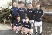 O tomto víkendu pokračují v písecké obloukové hale okresní soutěže ve futsalu-FIFA dalšími zápasy. Na snímku je tým FC Špitál.
