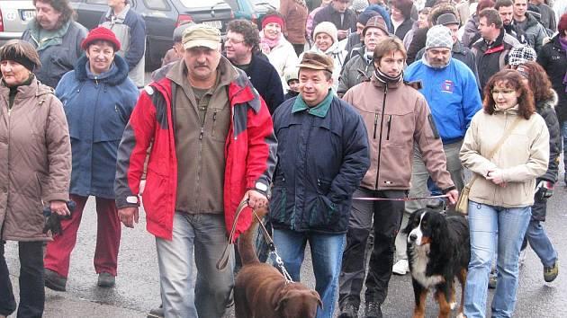 Start jedenáctého ročníku Silvestrovského pochodu kolem Bernartic.