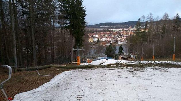 Lyžařský areál na Hradišti vPísku je zavřený.
