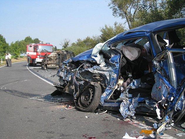 Nehoda dvou osobních aut u Podolí.