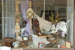 Milevské muzeum připravilo malou expozici ve výloze pekařství.
