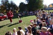 Děti z Benešovky navštívily tři kozy.