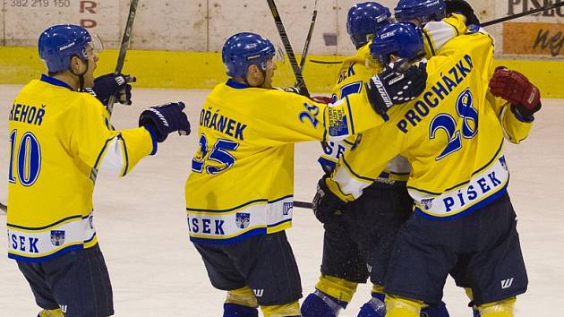 Hokejisté Písku zdolali v prvním utkání čtvrtfinále Krajské ligy Humpolec 4:3.